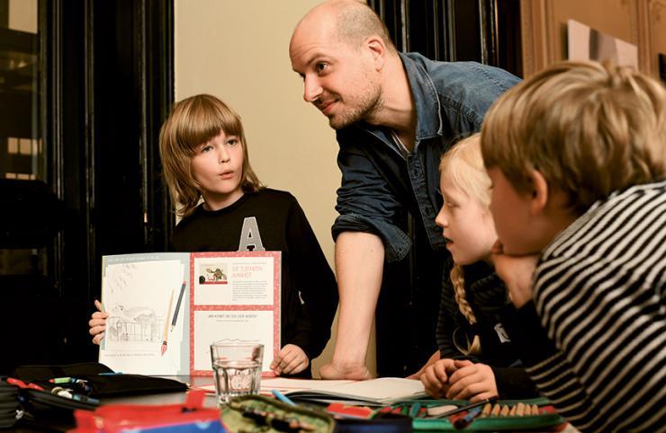 Jörg Bernardy beim Philosophieren mit Kindern © Gunter Glücklich